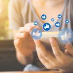 """Jóvenes adictos al """"like"""" en las redes sociales"""